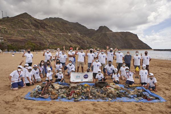 Limpieza de playa en las teresitas